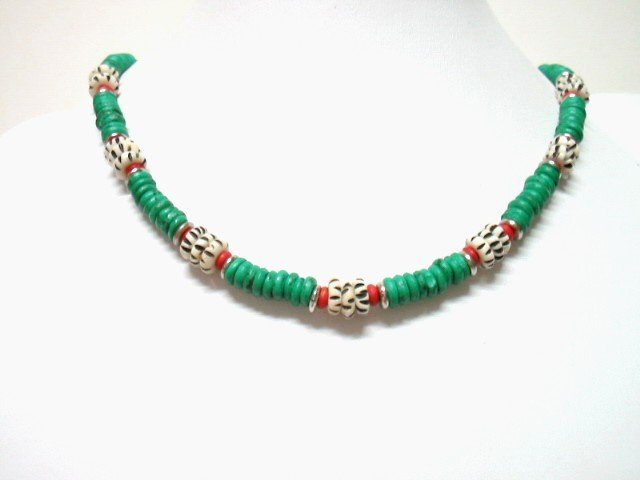 *FREE SHIPPING*NA1008 ETHNIC JEWELRY YAK BONE GREEN NECKLACE 18 in.