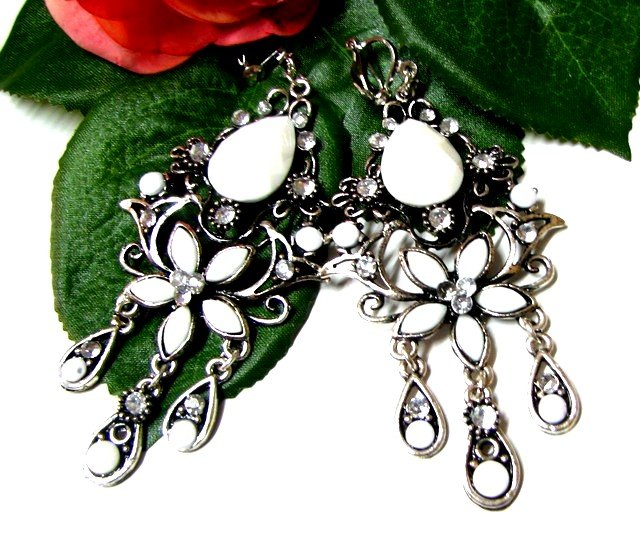 E1644 Charming Jewelry White Floral Clip On Earrings 8cm ~ FREE SHIPPING~