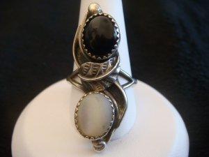 Vintage Native American Sterling Onyx & Moon Stone Ring SZ 7 3/4