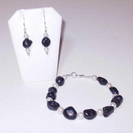 Black Turquoise Nugget Bracelet And Earrings (1b)