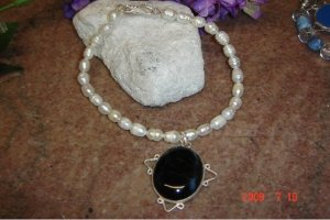 Fresh water pearls, black onyx & SS pendant 7in. pet necklace