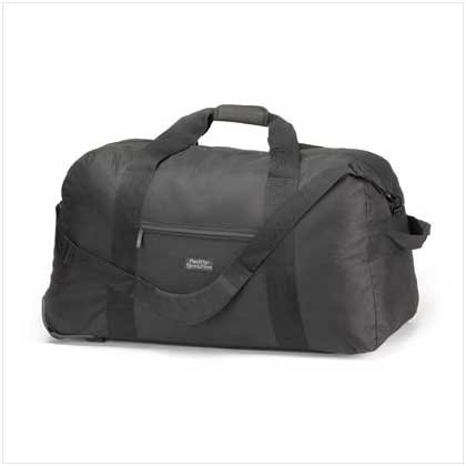 PACIFIC REVOLUTION LARGE TRAVEL BAG  Retail: $69.95