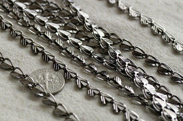 Gunmetal Black Plated Metal Heart Link Chains c132 (15ft)