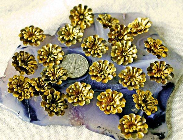 8pcs Raw Brass Stamping Filigree Flowers Finding 15.5mm bf32