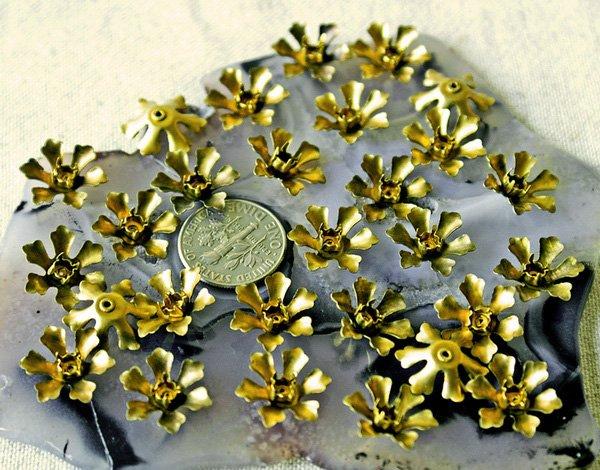 24pcs Raw Brass Stamping Filigree Flowers Finding 15mm bf29