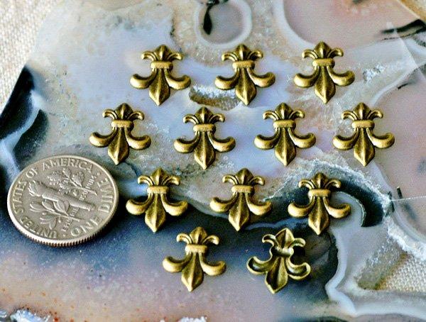40pcs Antique Bronze Plated Fleur-de-lis Artistic Pattern Embellishment 12.5mm bp19b