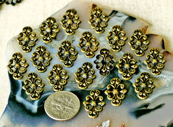 40pcs Antique Bronze Artstic Pattern Filigree Embellishment Wrap 17mm bp18b