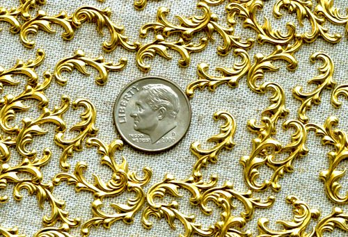 40pcs Raw Brass Stamping Filigree Leaf Shaped 17mm bp21