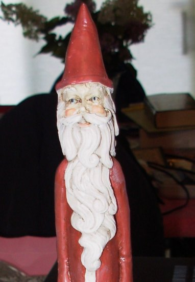 SANTA FIGURINE CARVED RESIN CHRISTMAS HOME DECOR OLD TIMEY STYLE
