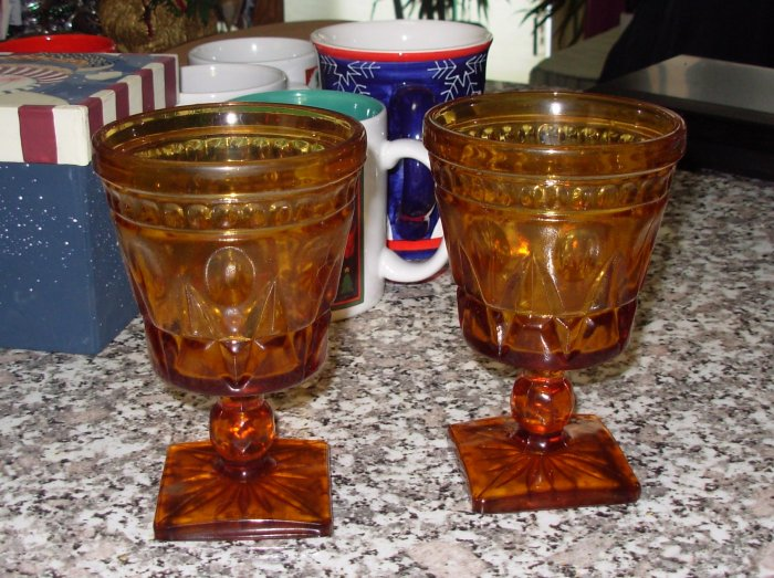 WINE GOBLET AMBER GOLD FOOTED SET OF 2 KITCHENWARE HOME DECOR GENTLY USED