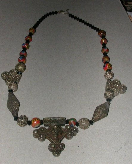 COLLIER 004