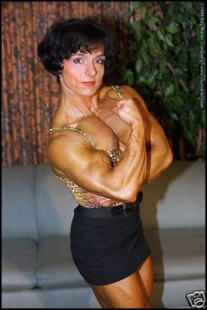 Paula Suzuki Biceps