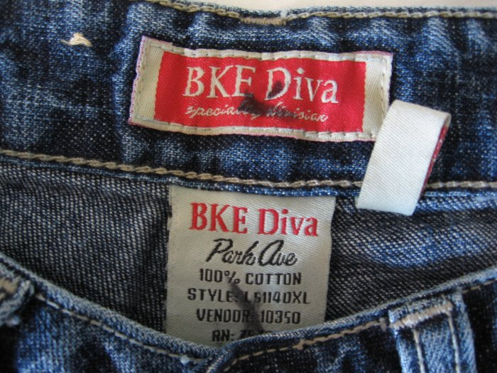 Buckle Brand Jeans Denims DIVA Sz 25 x 35 1/2 BKE 21