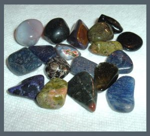 138.95ctw Mixed Lot of Black & Gray Tumbled and Polished Gemstones