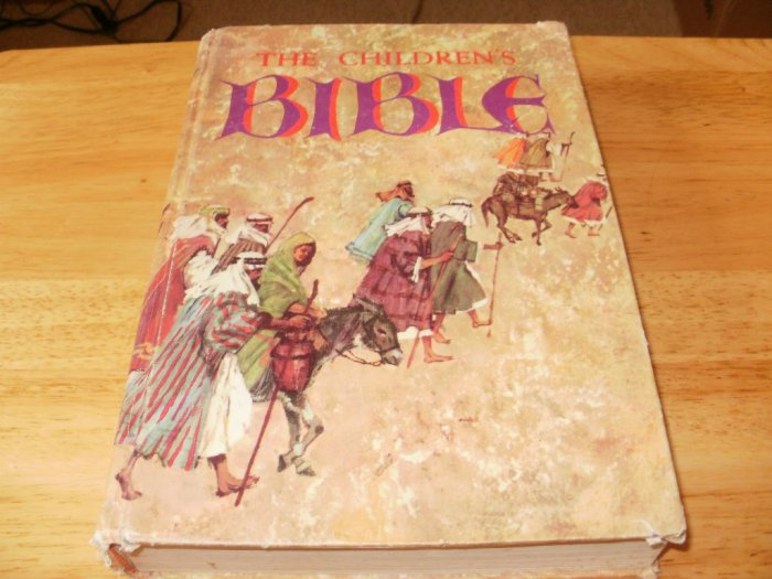 The Children's Bible - Hardcover Golden Press (1973) - Beautifully Illustrated - Good Condition