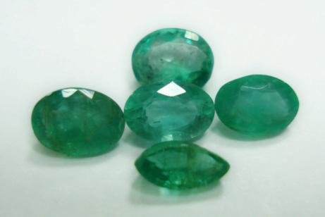 2.30ct stunning Natural Colombian Emerald Gemstone Lots