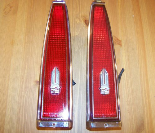 85,86 Cadillac DeVille Tail Lights ((COMPLETE SET))