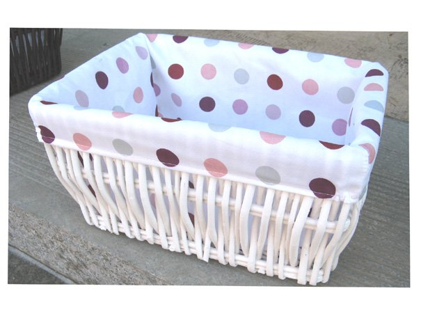 34444 willow baskets with lining and white colour