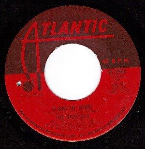 NM ATLANTIC 45 2584 THE RASCALS A Ray Of Hope/Dance'll