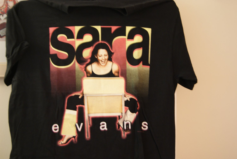 Sara Evans tee