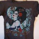 Dead girl in a grave yard / El Dio De Los Muertos tee