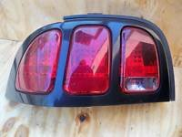 94 95 96 97 98 FORD MUSTANG LEFT TAIL LIGHT DR SIDE
