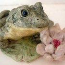 Stone Critters : Bull Frog Bullfrog w/ Lily Flower : United Design
