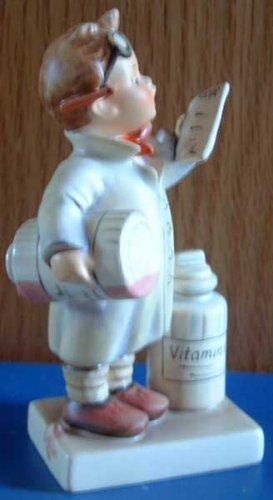 Little Pharmacist :: M.I. Hummel #322 :: TMK-6
