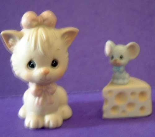 Precious Moments : Not a Creature Was Stirring : Enesco Porcelain Cat Mouse