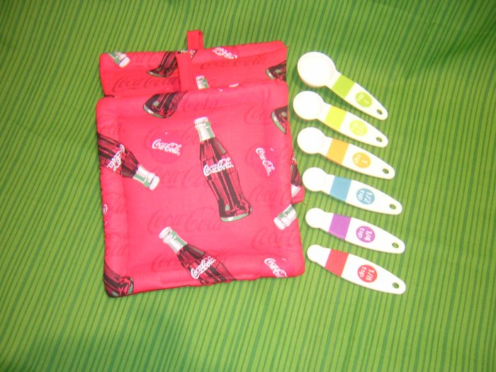 Coke cola themed potholders with measuring spoons