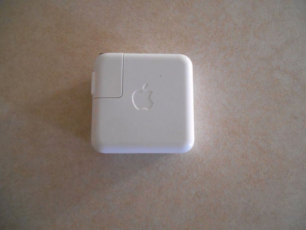 Genuine Apple iPod power adapter A1003