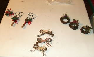 8 Pretty Wicker Magnets,Hearts,Bows,Wreaths,Roses,Holly
