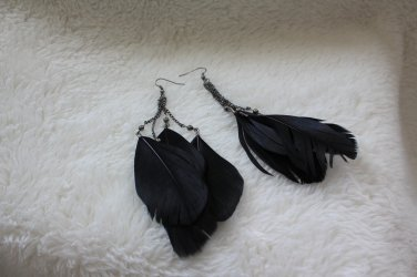 NWOT Black Fashion Long Feather chain dangle earrings jewelry