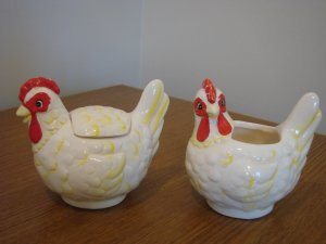 MaLeck Vintage Chicken Rooster Sugar Bowl and Creamer