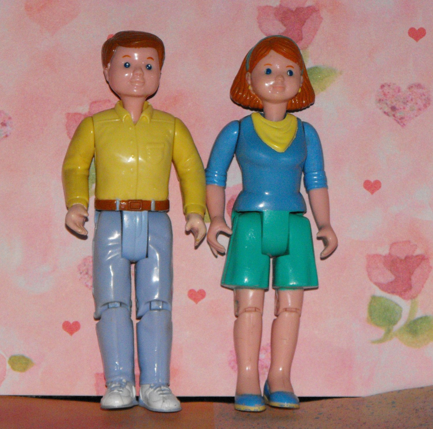 *SOLD~Awaiting Feedback~LOVING FAMILY DOLLHOUSE1993 CAMPING RV PARENT DOLLS PEOPLE