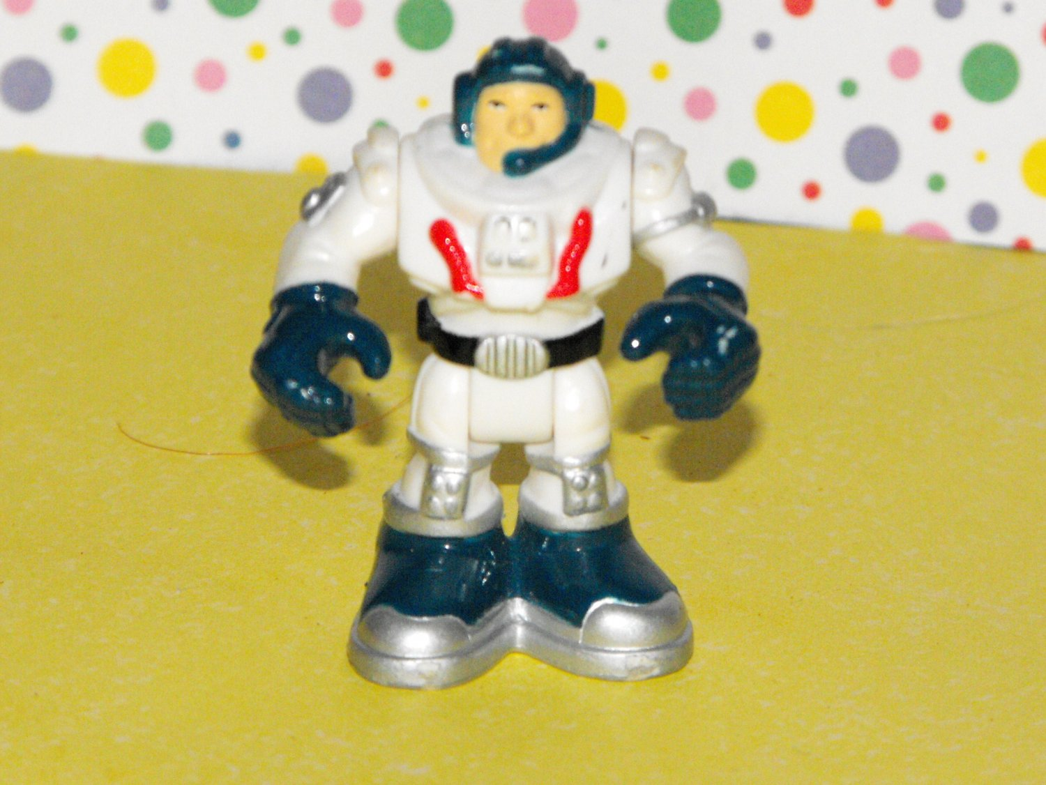 *11/11~SOLD*Fisher Price Rescue Heroes Micro Mini Space Astronaut Figure