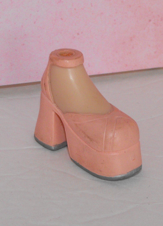 Bratz Flaunt It Cloe Peach Chunky Heel Platform Shoe Foot Part