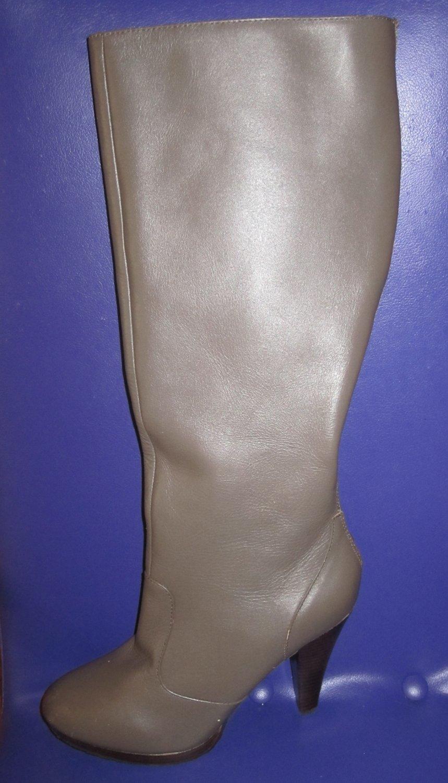 Victoria�s Secret $169 Beige Platform Back Zip Boots 9  243453