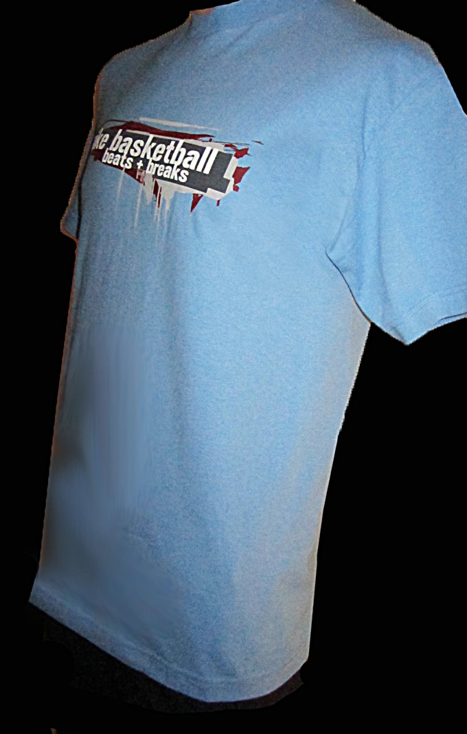 NWT Nike Blue Basketball beats + breaks T Shirt Size Medium  610716