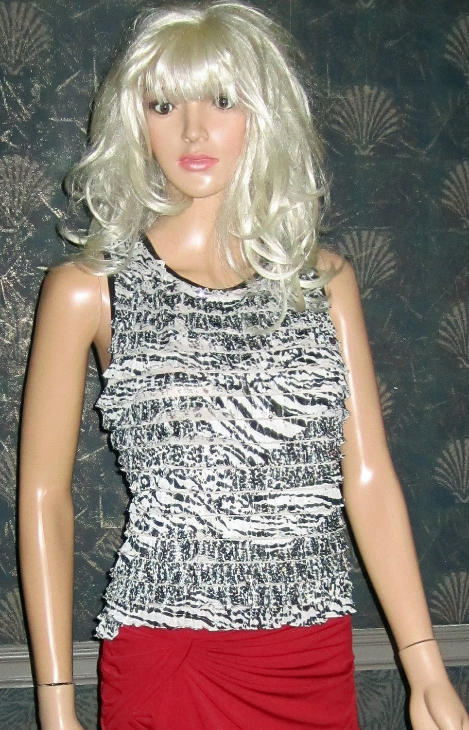 Carole Little Beaded Sequin Sleeveless Black & White Ruffle Top Large  717789