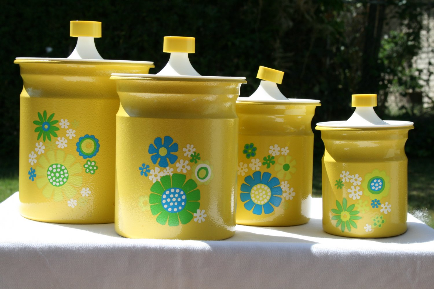 Vintage kitchen canister set of 4 yellow with flower designs for Kitchen set yellow