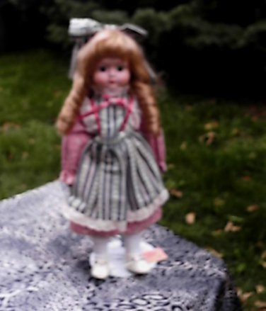 """Beautiful Doll Heritage Mint 15""""w/Stand Long Blonde Curls Blue Eyes Calico Dress"""