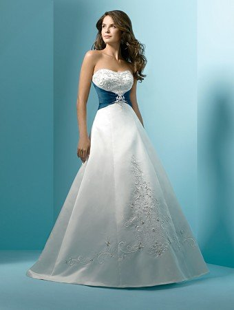 Classic  Fan-shaped  embroidered  A-line wedding dress