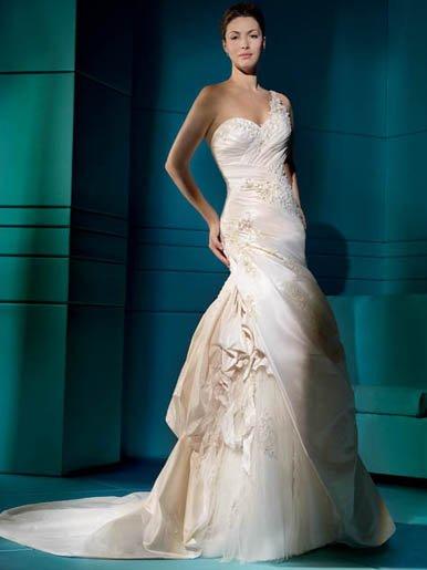 Amazing  Sweatheart  Appliqued  Lace  wedding dress