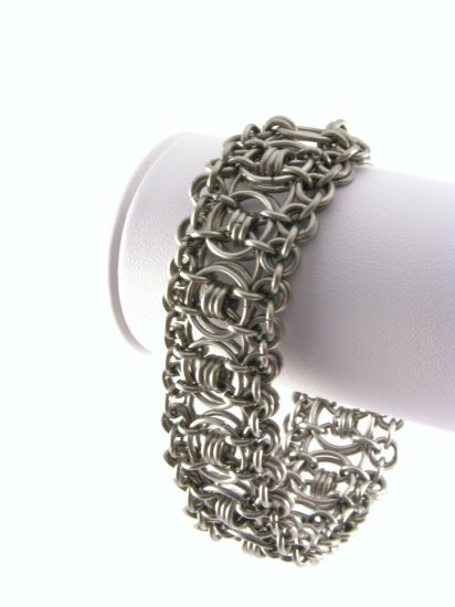 Elegant Ruffles Style Stainless Chainmaille Bracelet