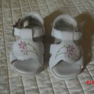 Infants Sandals - White with flowers - size 3 - Kid connection