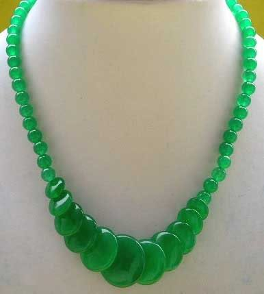 DEEP GREEN GLASS BEADED NECKLACE