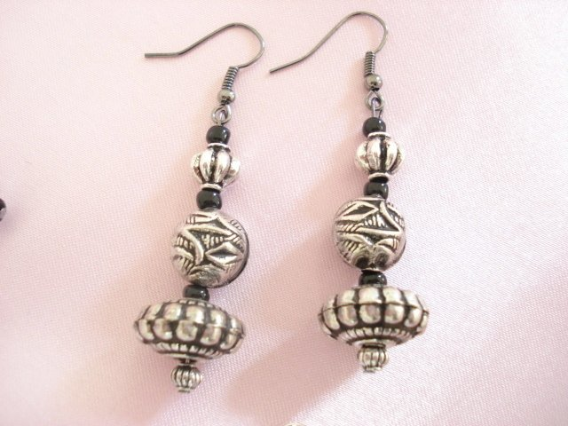 """1043E Pair of Pewter dangle drop Earrings with French hooks.length 1-1/4"""""""
