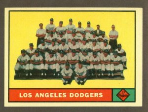 1961 Topps baseball set # 86 Los Angeles Dodgers team card