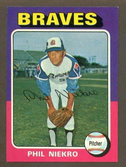 1975 Topps baseball set # 130 Phil Niekro HOF Atlanta Braves